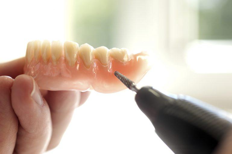 入れ歯の調整